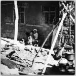 Yasli-Kadin-ve-cocuklari,-1978