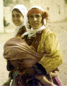 Kurdish_woman_daughters